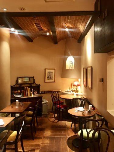 【穴場】新宿の地下にあるカフェ・アマティで優雅にティータイム